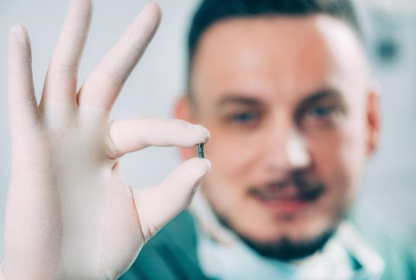 dentista-implante-dentário