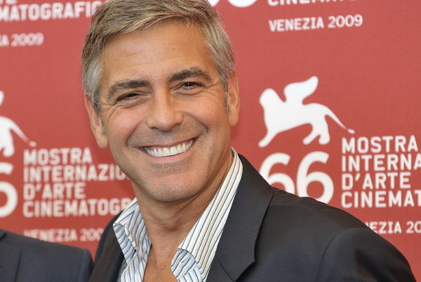 george-clooney-cleareamento-dental